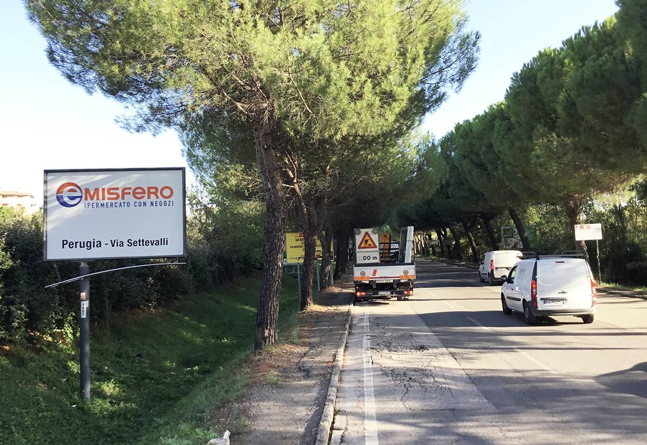 Cartelli pubblicitari Emisfero Perugia via Mentana